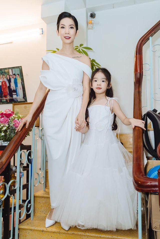 """Siêu mẫu Xuân Lan lần đầu tiết lộ hình ảnh trong lễ ăn hỏi bí mật, kể chuyện đám cưới """"chớp nhoáng"""" với ông xã Việt Kiều - Ảnh 8."""