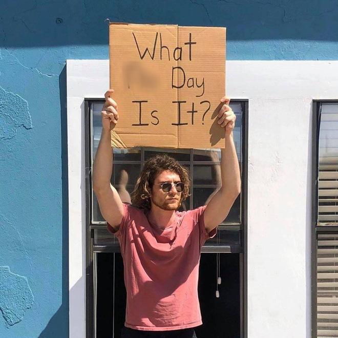 Cầm bảng biểu tình trên phố với những dòng chữ siêu mặn, chàng trai bất ngờ nổi đình đám và trở thành hiện tượng MXH - Ảnh 12.