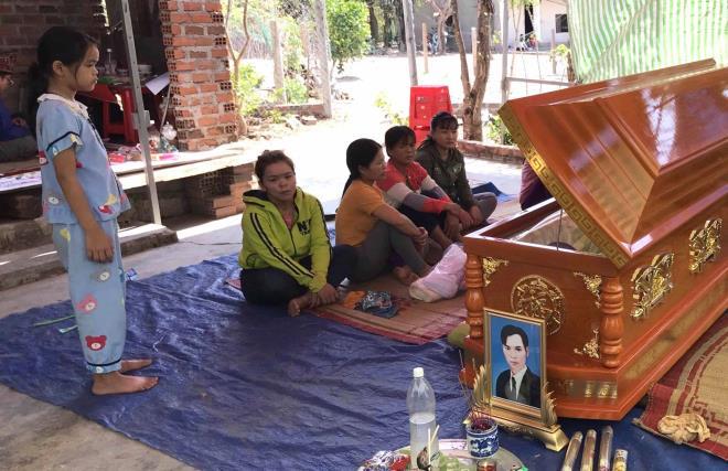 Sập tường 10 người chết ở Đồng Nai: Tang thương bao phủ gia đình nghèo kiệt quệ - Ảnh 1.