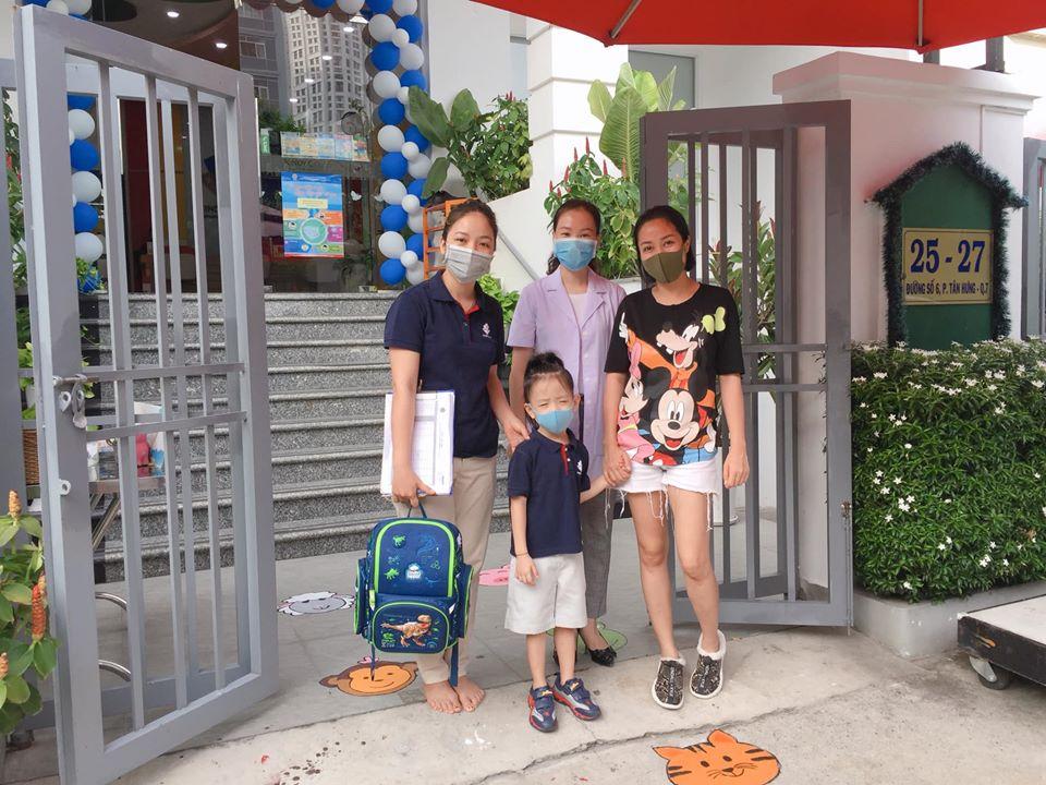"""Con trai út Ốc Thanh Vân khiến mẹ cười nghiêng ngả trong ngày đầu đi học lại, ai nấy hào hứng bình luận """"4 tháng nghỉ lâu quá mà"""" - Ảnh 3."""