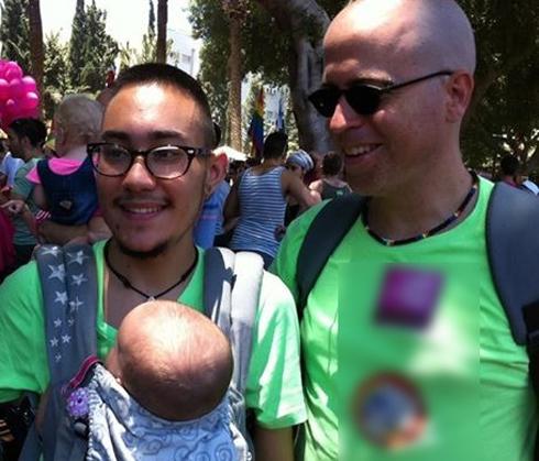 """Không chỉ ở Việt Nam, trên thế giới đã có """"người đàn ông sinh con"""" tới tận 3 lần, cận cảnh quá trình sinh nở càng gây xúc động - Ảnh 1."""