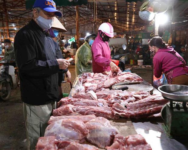 """Giá lợn hơi """"lên đỉnh"""", gần 100.000 đồng/kg - Ảnh 1."""