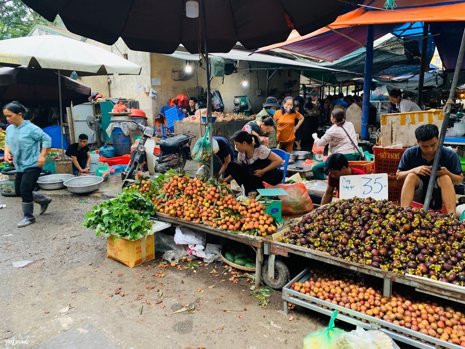 Đầu mùa vải giá 50.000 đồng/kg nhưng vị còn khá chua, cam Sài Gòn xuống chợ giá rẻ - Ảnh 2.