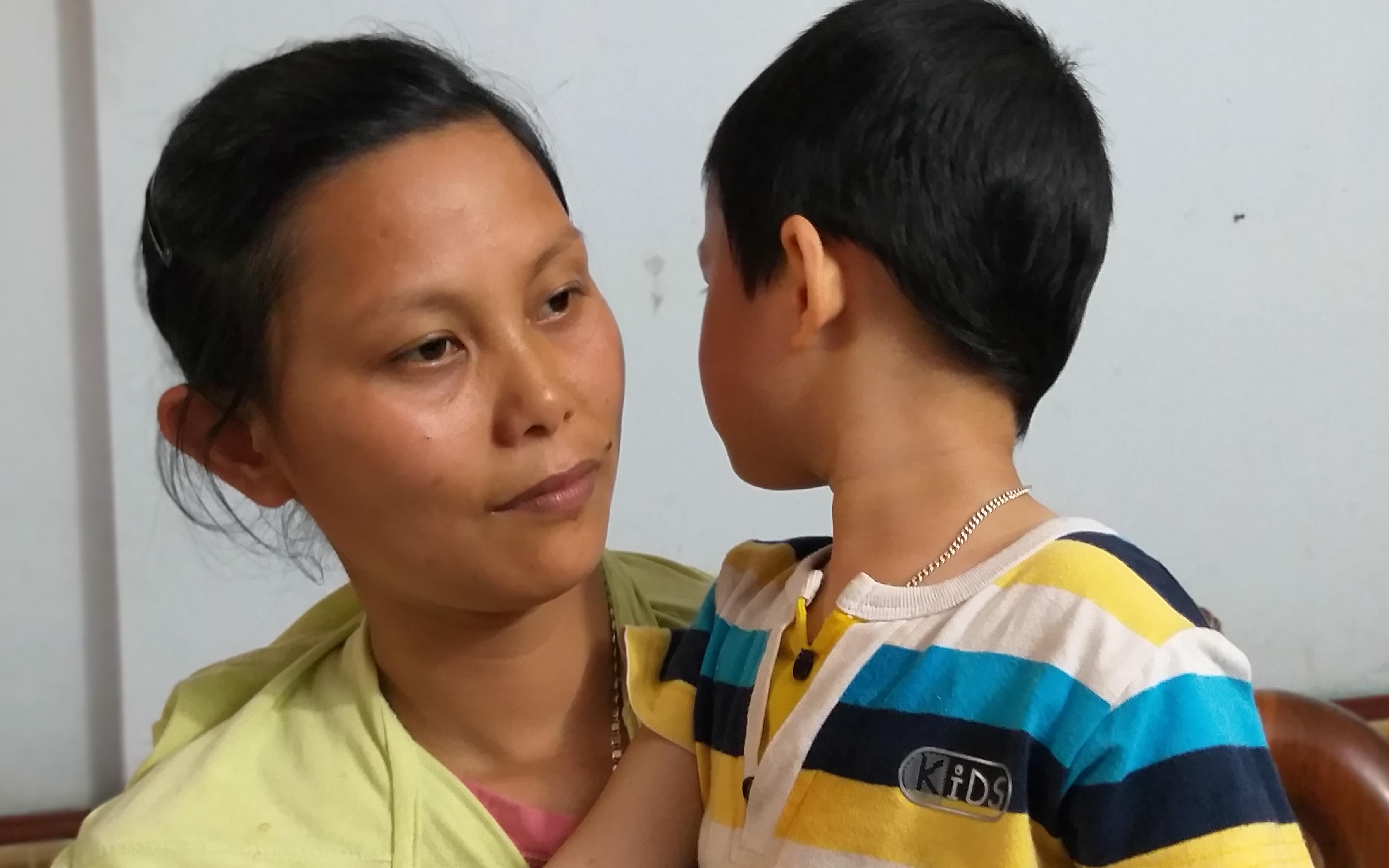 Vụ cháu bé bị bố bỏ rơi tại tòa án ở Bắc Giang: Bé đã được về với mẹ