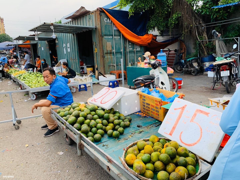 Đầu mùa vải giá 50.000 đồng/kg nhưng vị còn khá chua, cam Sài Gòn xuống chợ giá rẻ - Ảnh 4.