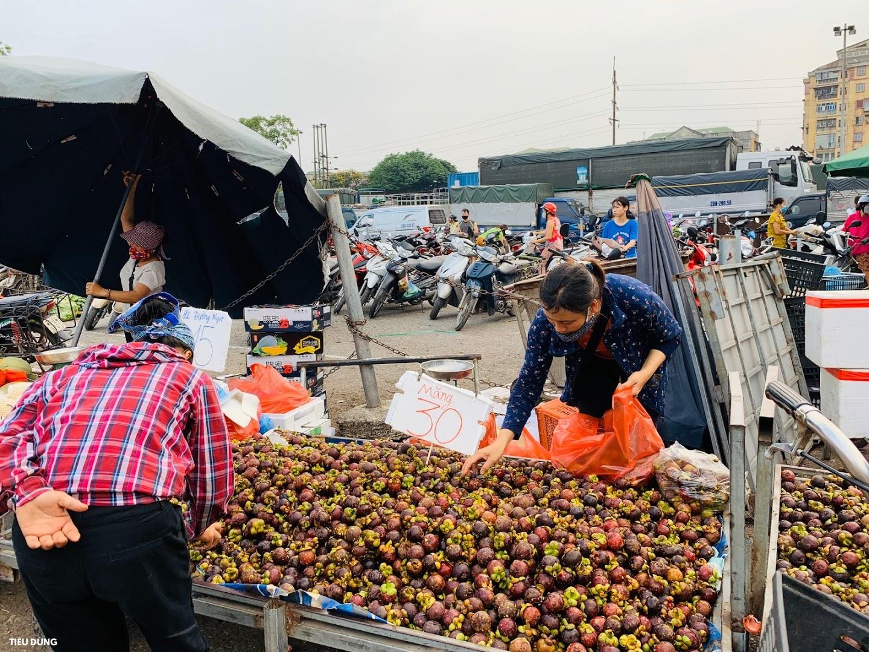 """Măng cụt Thái giá 30.000 đồng/kg bán bạt ngàn ở chợ đầu mối, người tiêu dùng chuộng thi nhau """"nhặt về"""" - Ảnh 5."""
