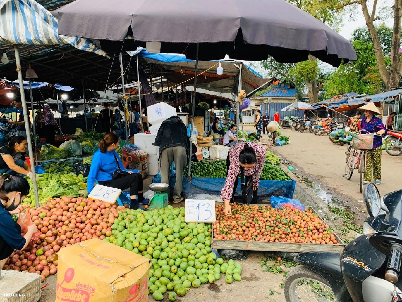 Đầu mùa vải giá 50.000 đồng/kg nhưng vị còn khá chua, cam Sài Gòn xuống chợ giá rẻ - Ảnh 9.