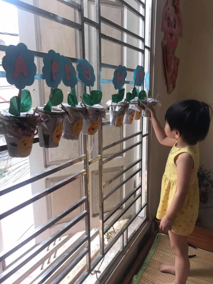"""Bà mẹ Hải Phòng tận dụng 3 tháng nghỉ dịch để dạy chữ cho con, thú vị nhất là thử thách """"7 ngày sáng tạo"""" giúp bé vui chơi thỏa thích - Ảnh 4."""
