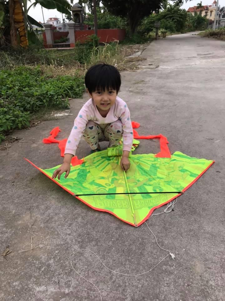 """Bà mẹ Hải Phòng tận dụng 3 tháng nghỉ dịch để dạy chữ cho con, thú vị nhất là thử thách """"7 ngày sáng tạo"""" giúp bé vui chơi thỏa thích - Ảnh 6."""