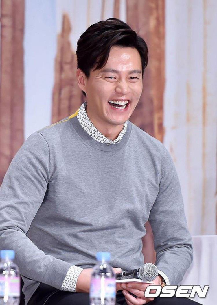 10 diễn viên Kbiz xuất thân trâm anh thế phiệt: Tài tử The Heirs giàu nứt khố đổ vách, Siwon là hậu duệ vua Hàn Quốc - Ảnh 7.