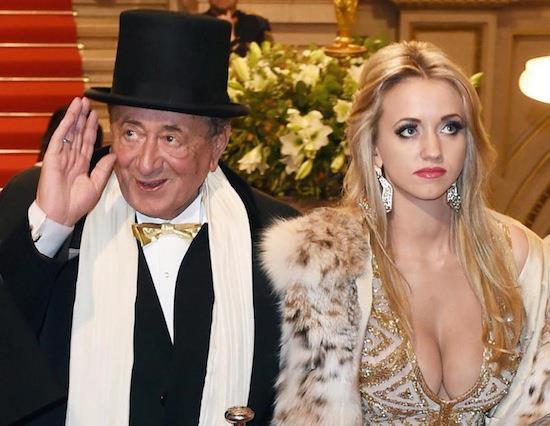 """Cuộc hôn nhân bạc tỷ của tỷ phú USD 81 tuổi được mệnh danh là ông trùm """"sát gái"""" nhất thế giới với người mẫu kém tuổi con mình giờ ra sao? - Ảnh 1."""