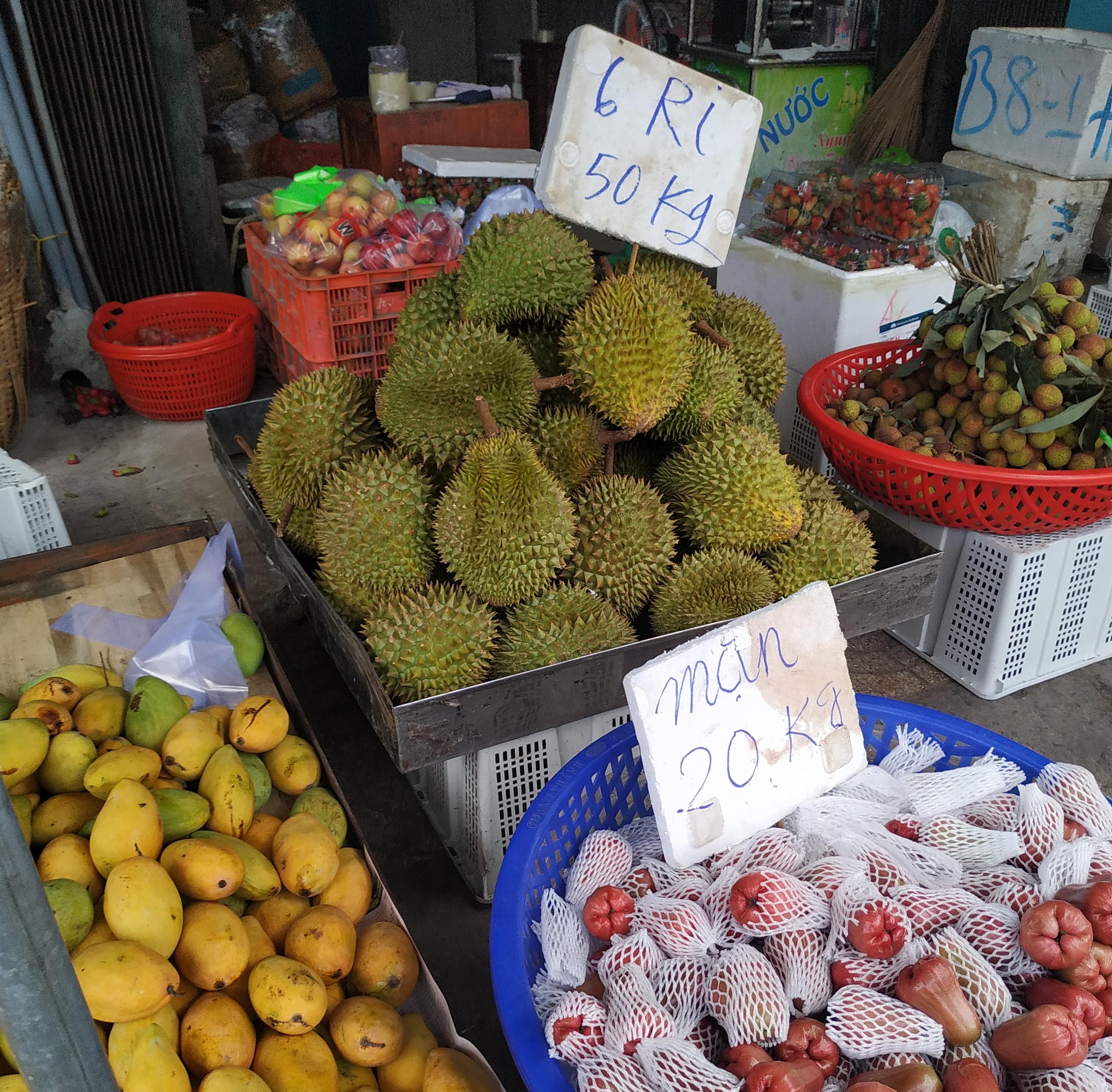 """Sầu riêng ở Sài Gòn chẳng cần """"giải cứu"""" mà nhiều nơi vẫn bán giá siêu """"mềm"""" - Ảnh 8."""