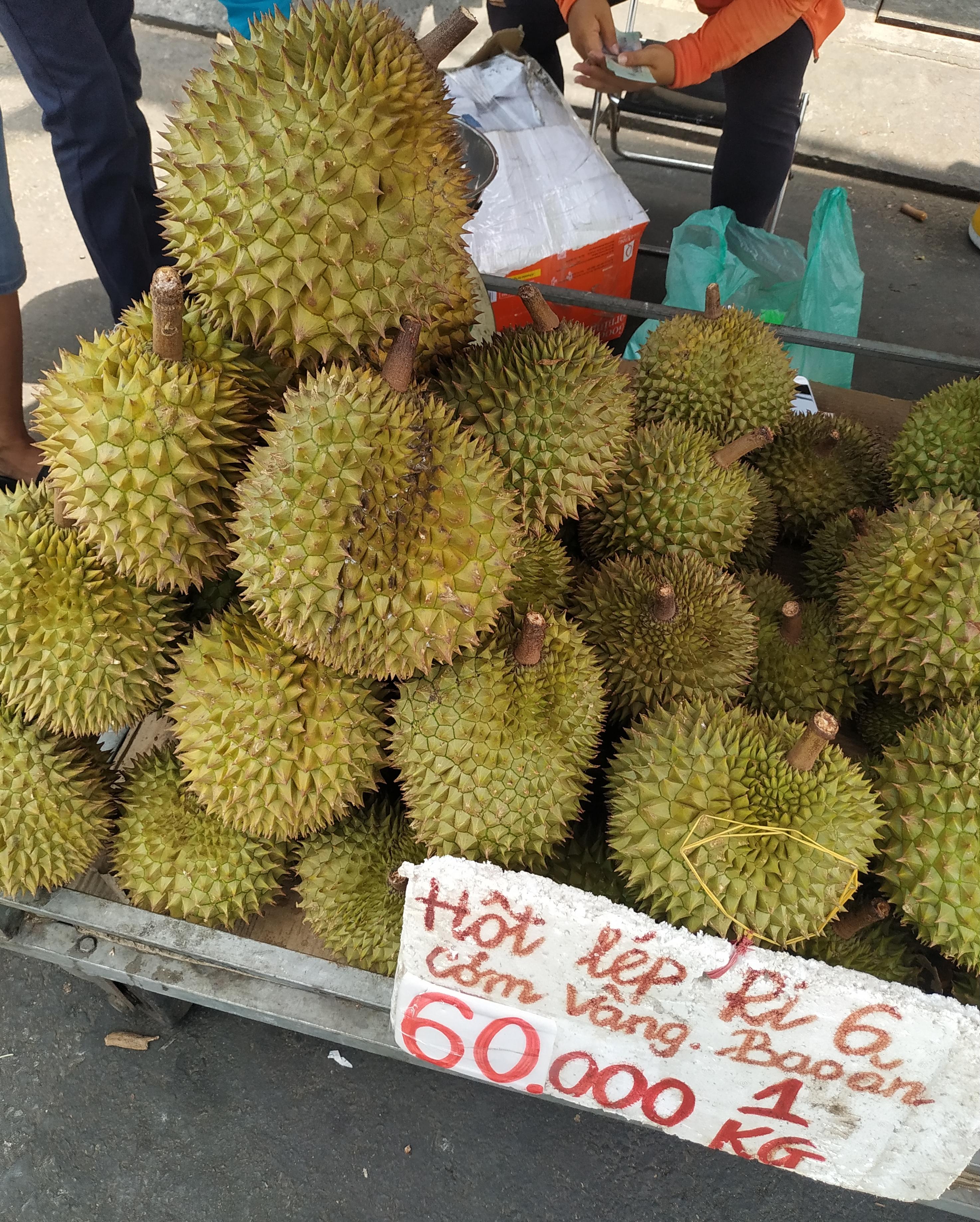 """Sầu riêng ở Sài Gòn chẳng cần """"giải cứu"""" mà nhiều nơi vẫn bán giá siêu """"mềm"""" - Ảnh 7."""