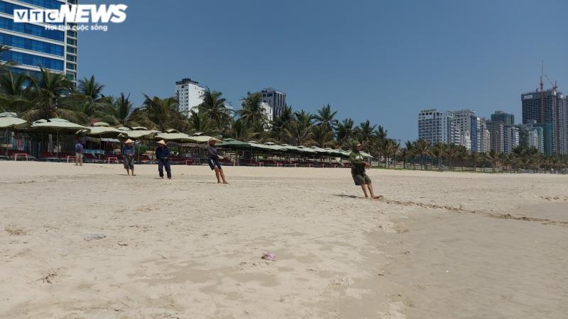 Những phút thanh bình ở bãi biển 'đẹp nhất hành tinh' dịp lễ 30/4-1/5 - Ảnh 7.