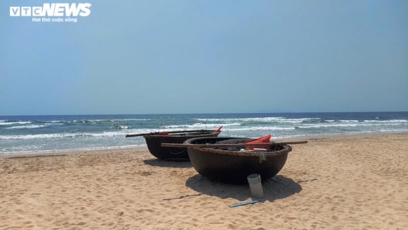 Những phút thanh bình ở bãi biển 'đẹp nhất hành tinh' dịp lễ 30/4-1/5 - Ảnh 3.