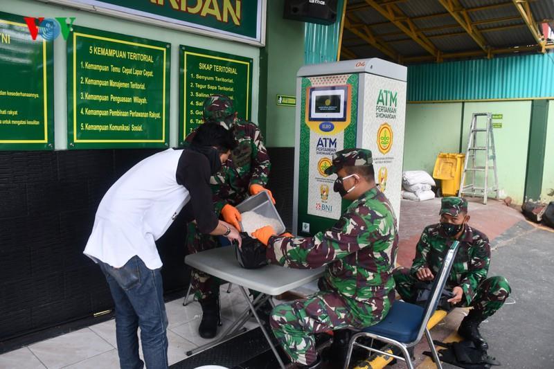 Giống Việt Nam, Indonesia triển khai 'ATM gạo' cho người nghèo - Ảnh 1.