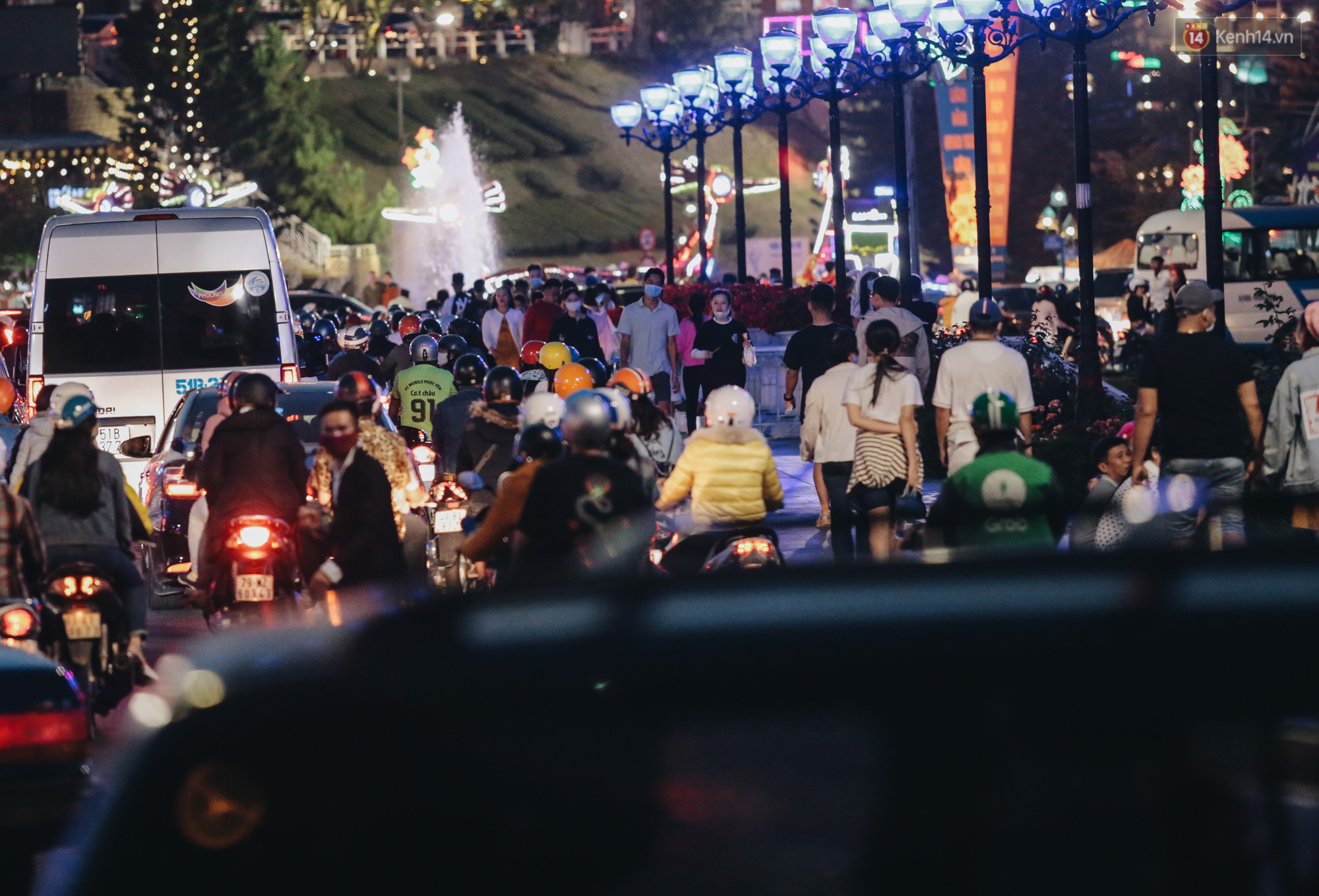 Trung tâm TP. Đà Lạt tê liệt từ chiều đến tối do lượng du khách tăng đột biến dịp lễ 30/4 - Ảnh 15.