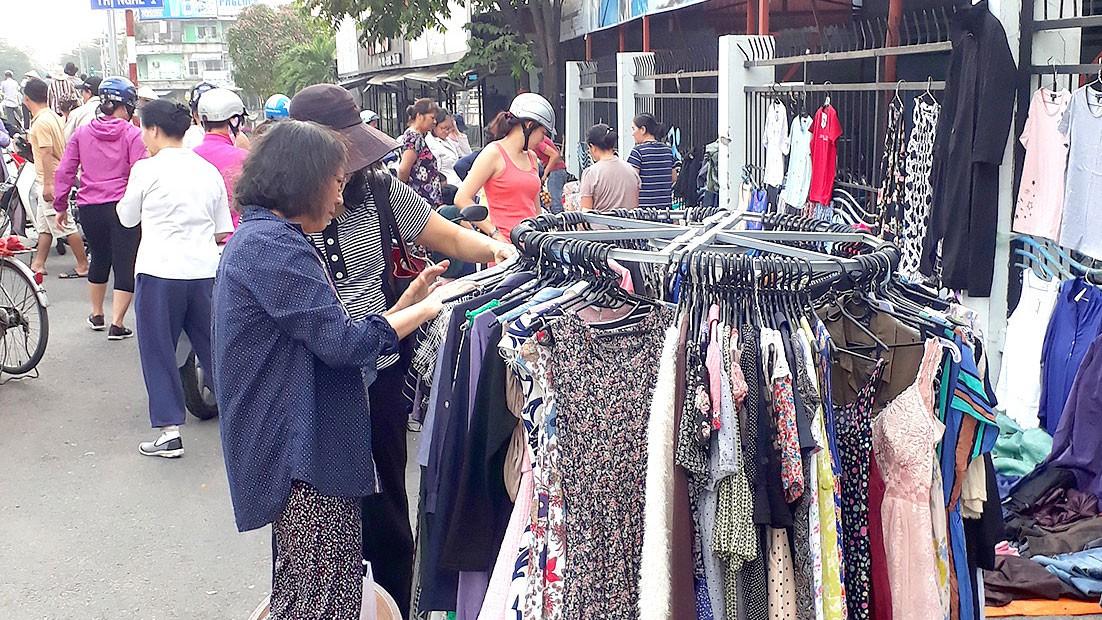 Nghe kinh nghiệm sử dụng 90% quần áo hàng thùng suốt 4 năm của sinh viên thiết kế thời trang, chị em bỏ túi được loạt bí kíp săn đồ - Ảnh 4.