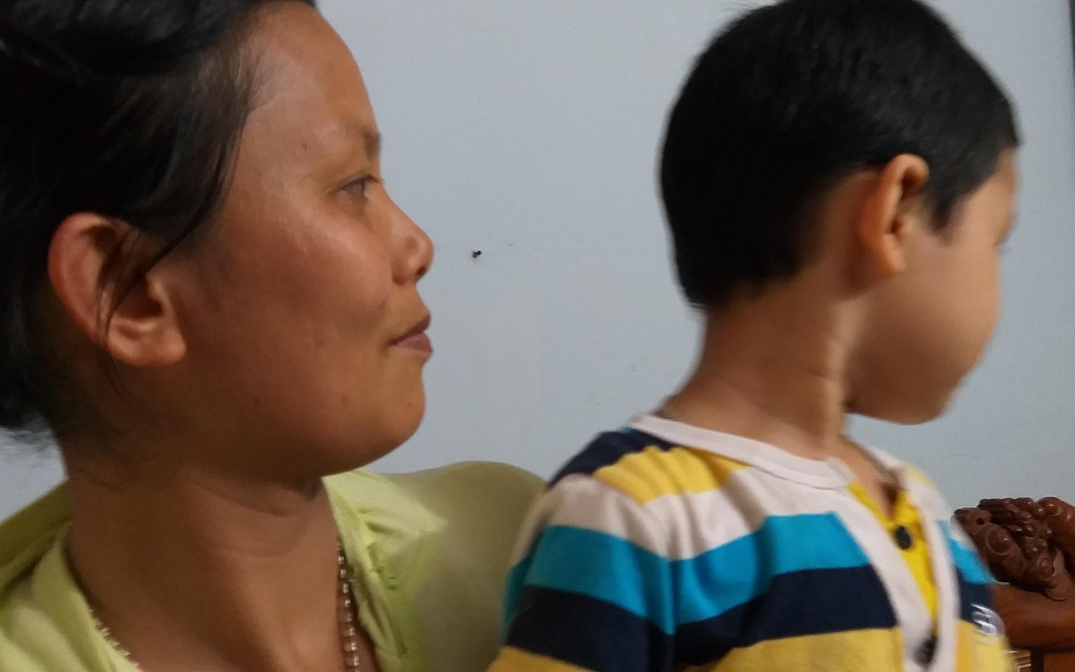 Vì sao mẹ bé trai bị bố bỏ rơi tại tòa án nhiều năm không tìm gặp con?
