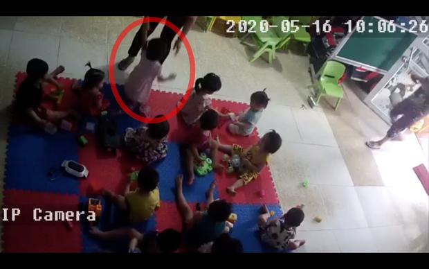 Bắc Giang: Đi học được 3 ngày, mẹ phát hiện con gái nhiều vết thâm tím nghi do bị bạo hành - Ảnh 2.
