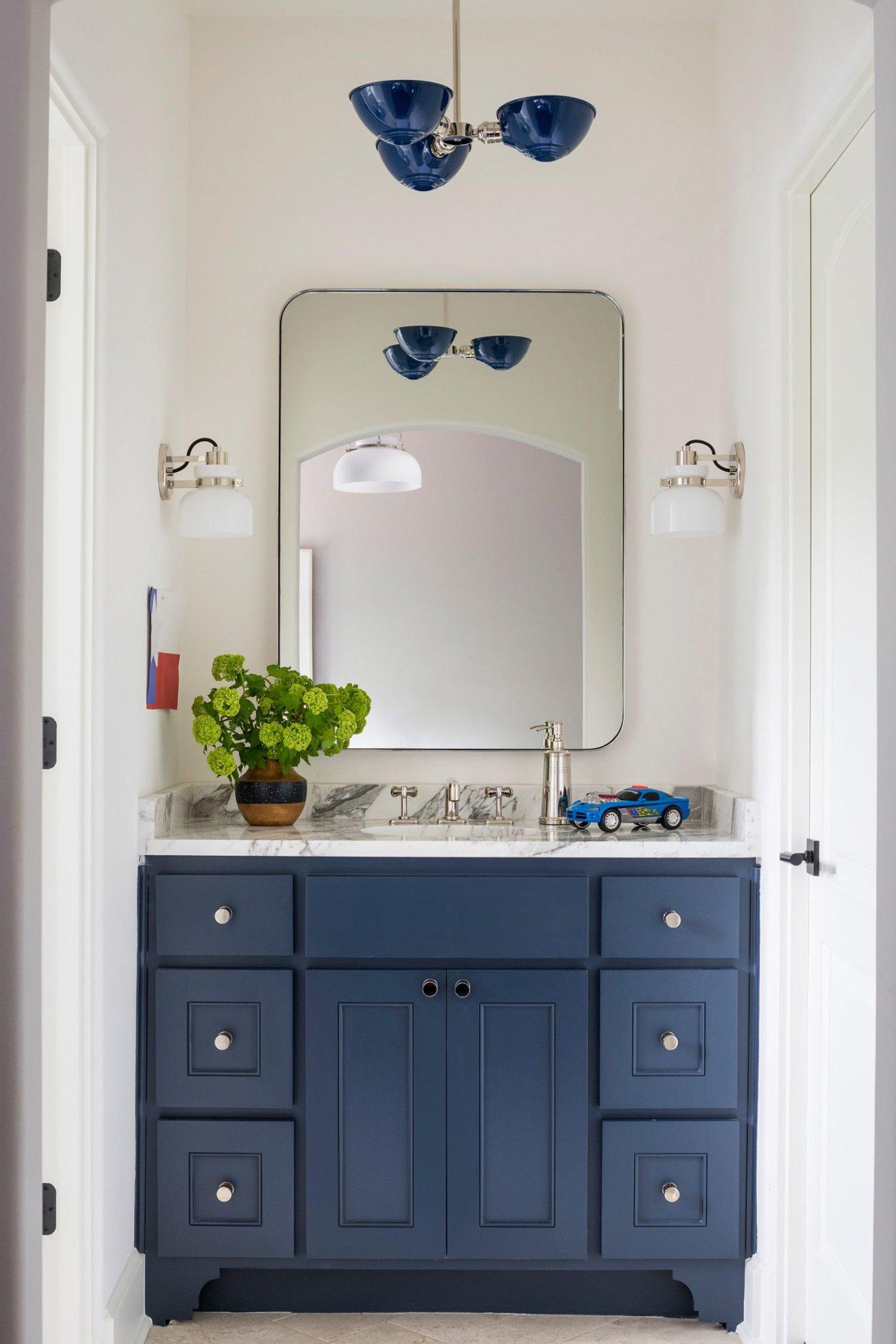"""Decor phòng tắm mùa hè """"mát lịm"""" với tông màu trắng - xanh - Ảnh 4."""