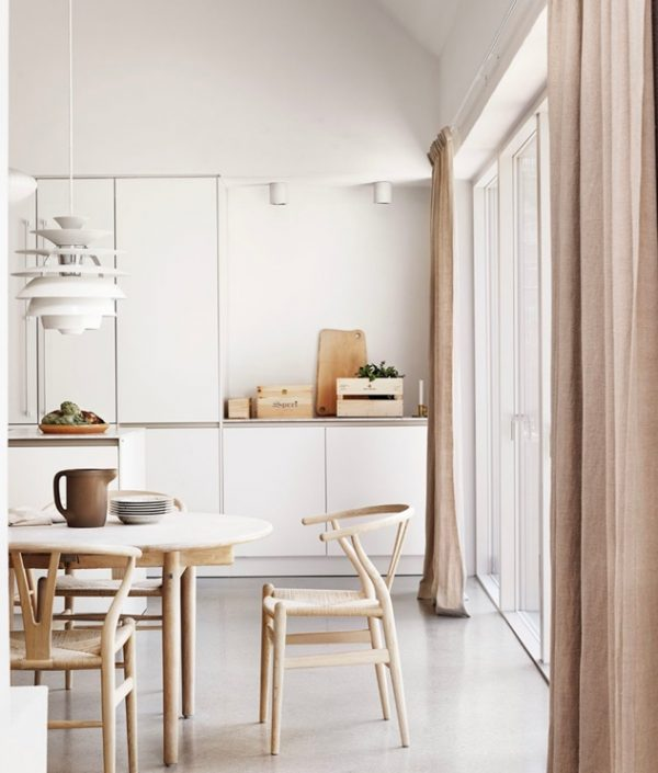 Phòng bếp đẹp rạng ngời nhờ 6 mẫu thiết kế ghế nổi bật được các chuyên gia nước ngoài bình chọn, soi giá bán tại Việt Nam không quá đắt - Ảnh 3.