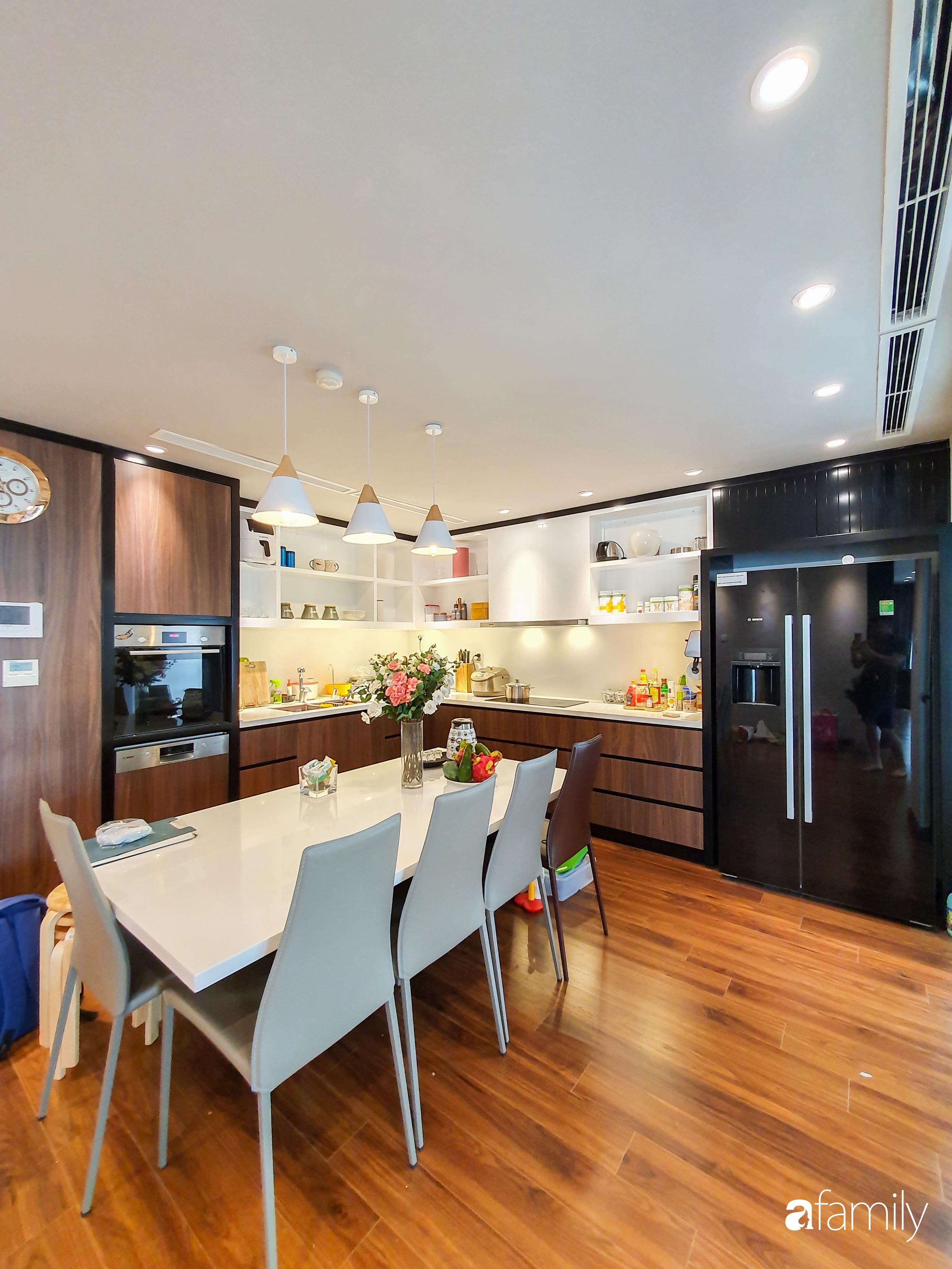 """Căn hộ 150m² có view đắt giá cùng cách thiết kế nội thất """"chanh xả"""" với chi phí khủng 850 triệu đồng ở ngoại thành Hà Nội - Ảnh 12."""