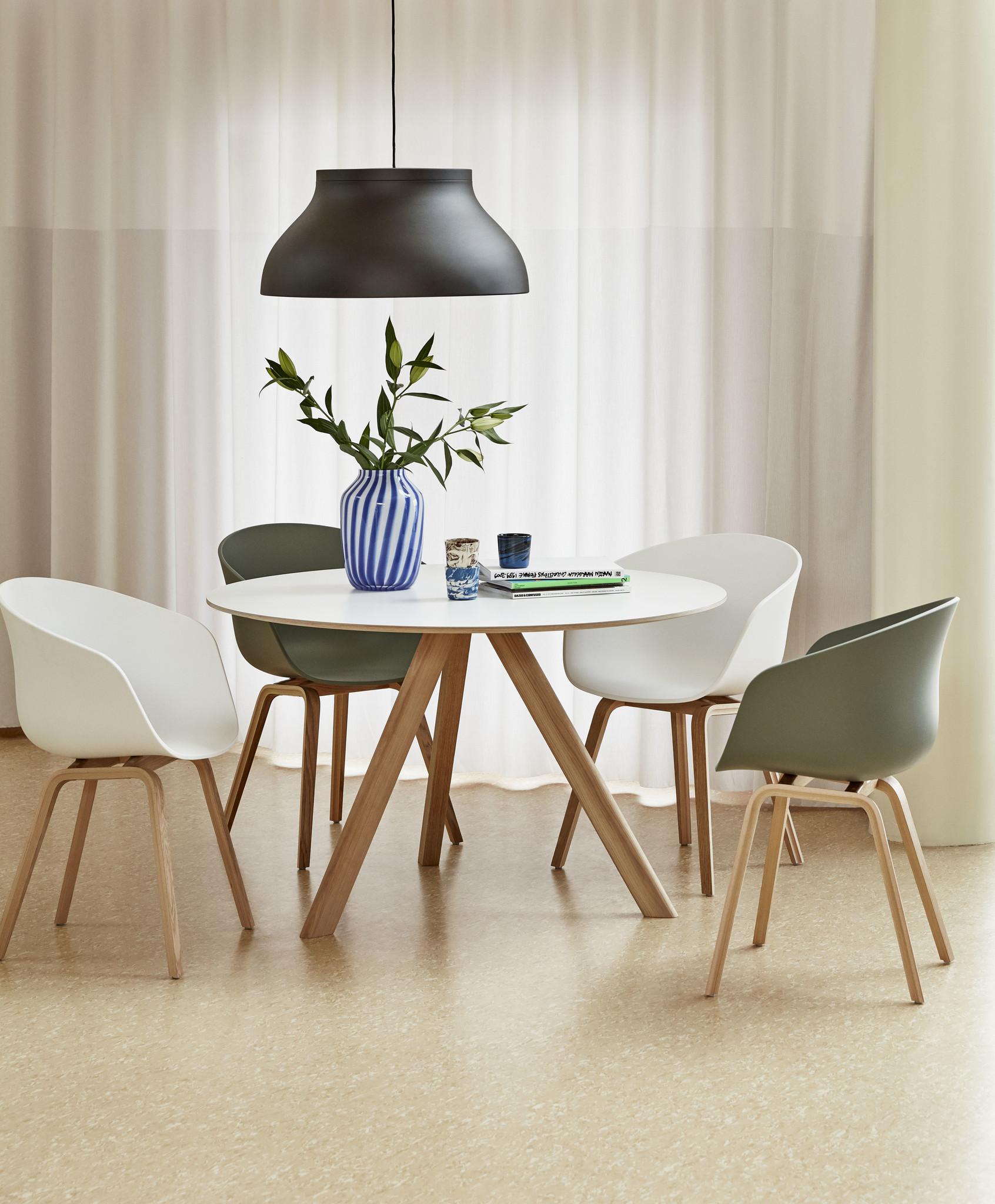 Phòng bếp đẹp rạng ngời nhờ 6 mẫu thiết kế ghế nổi bật được các chuyên gia nước ngoài bình chọn, soi giá bán tại Việt Nam không quá đắt - Ảnh 4.