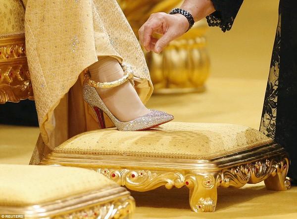 Nàng dâu hoàng gia từng gây choáng trong hôn lễ xa hoa bậc nhất thế giới, kéo dài 11 ngày, phủ đầy vàng giờ có cuộc sống ra sao sau 5 năm? - Ảnh 3.