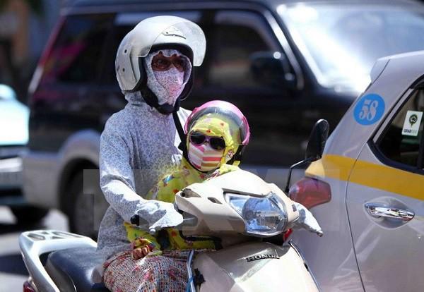 Nắng nóng như chảo lửa, mẹ đừng quên bỏ túi những lưu ý sau để trẻ không lăn ra ốm hàng loạt - Ảnh 1.