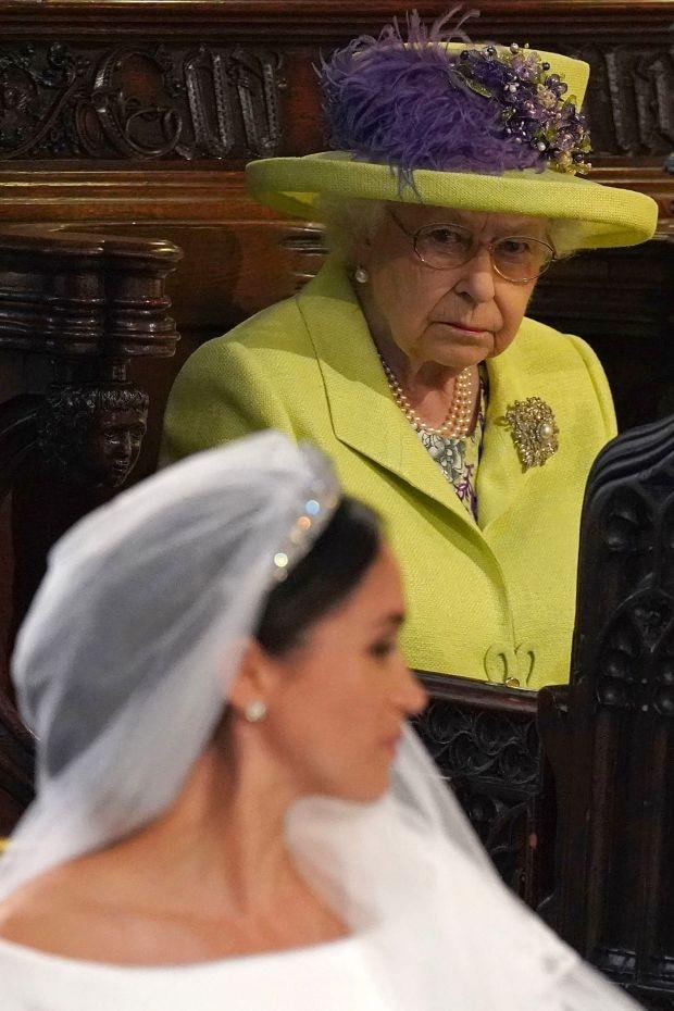 """Nữ hoàng Anh từng """"nhẫn nhịn"""" chiều lòng Meghan Markle nhưng vì sự đòi hỏi thái quá, bà đã ra tay dạy dỗ cháu dâu khiến ai cũng nể phục - Ảnh 2."""