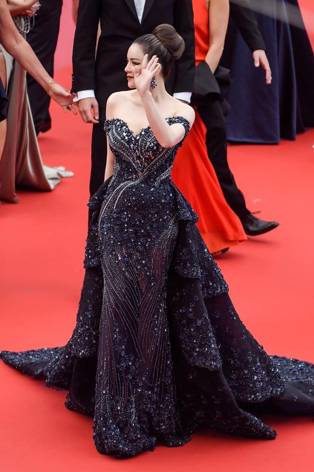 """Lý Nhã Kỳ và những lần """"càn quét"""" thảm đỏ Cannes: Đẳng cấp chẳng kém sao quốc tế, """"gây sốt"""" nhất là màn đọ sắc bên Phạm Băng Băng - Ảnh 6."""