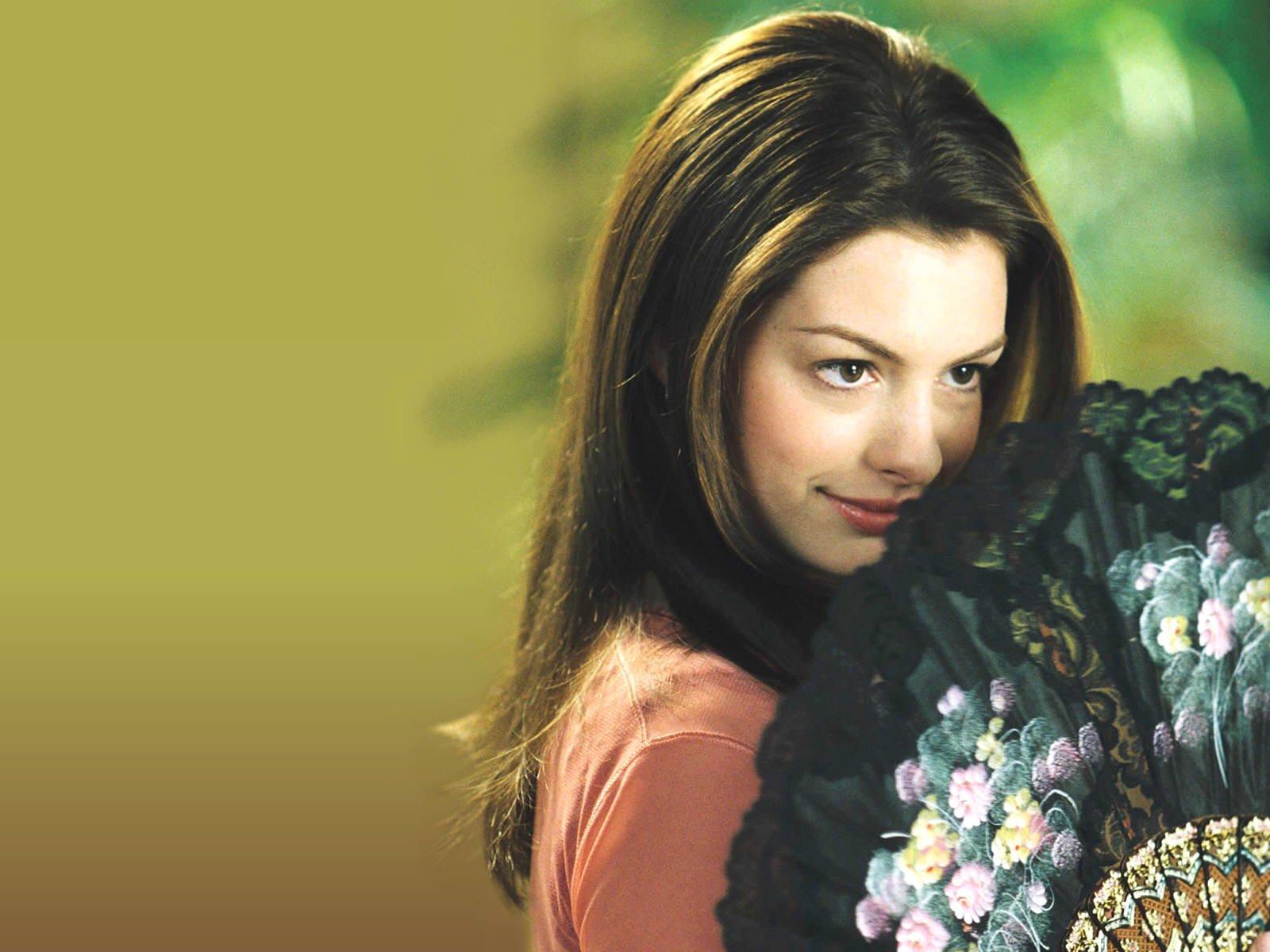 """""""Cựu công chúa Disney"""" Anne Hathaway và lịch sử tình trường đáng nể: Từng muối mặt phải trả lại trang sức đắt tiền vì bạn trai lừa đảo chiếm đoạt tiền của cựu Tổng thống Mỹ - Ảnh 3."""