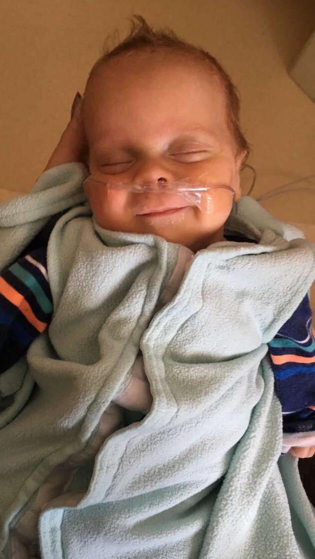 """Sinh non ở tuần 23 và chỉ nặng 490gram, bà mẹ đau khổ nghe tiên lượng xấu từ bác sĩ, nhưng hành trình """"lội ngược dòng"""" của bé trai đã khiến nhiều người phải kinh ngạc - Ảnh 3."""