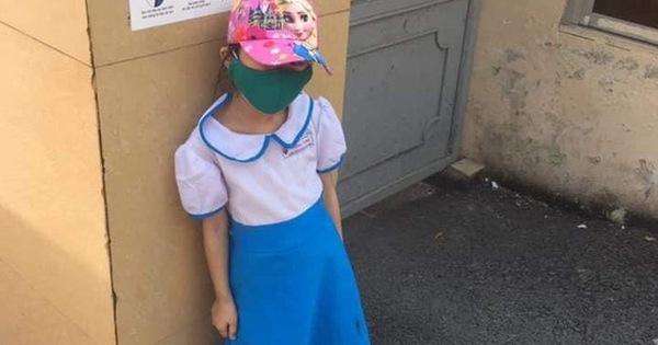 Vụ học sinh đi học sớm bị đứng ngoài cổng trường: Xin đừng đổ hết tội cho cô giáo - Ảnh 1.