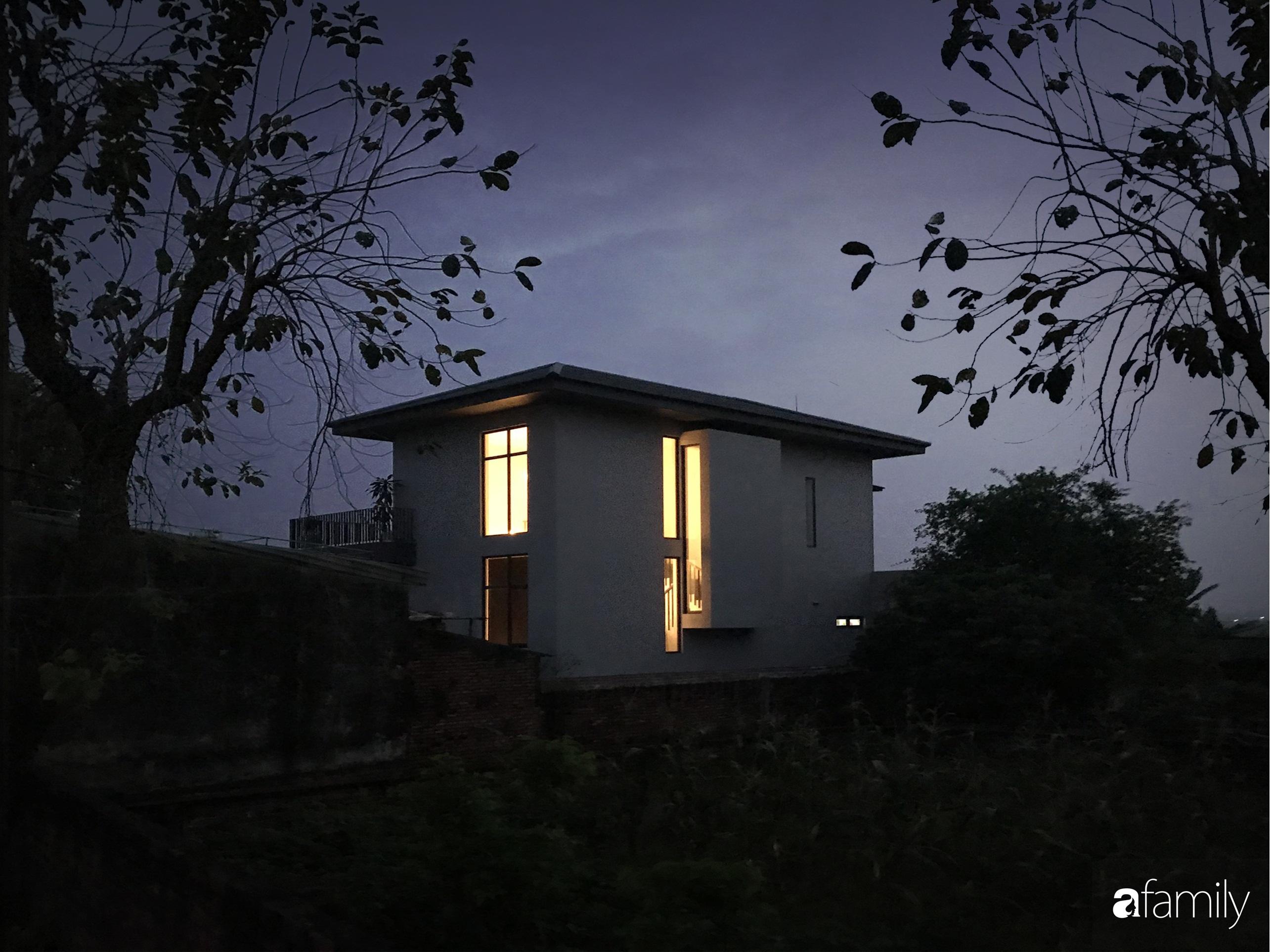 Con trai là KTS xây nhà 2 tầng nhìn thẳng ra cánh đồng lúa với thiết kế tiện dụng cho bố mẹ già ở Hà Tĩnh - Ảnh 5.