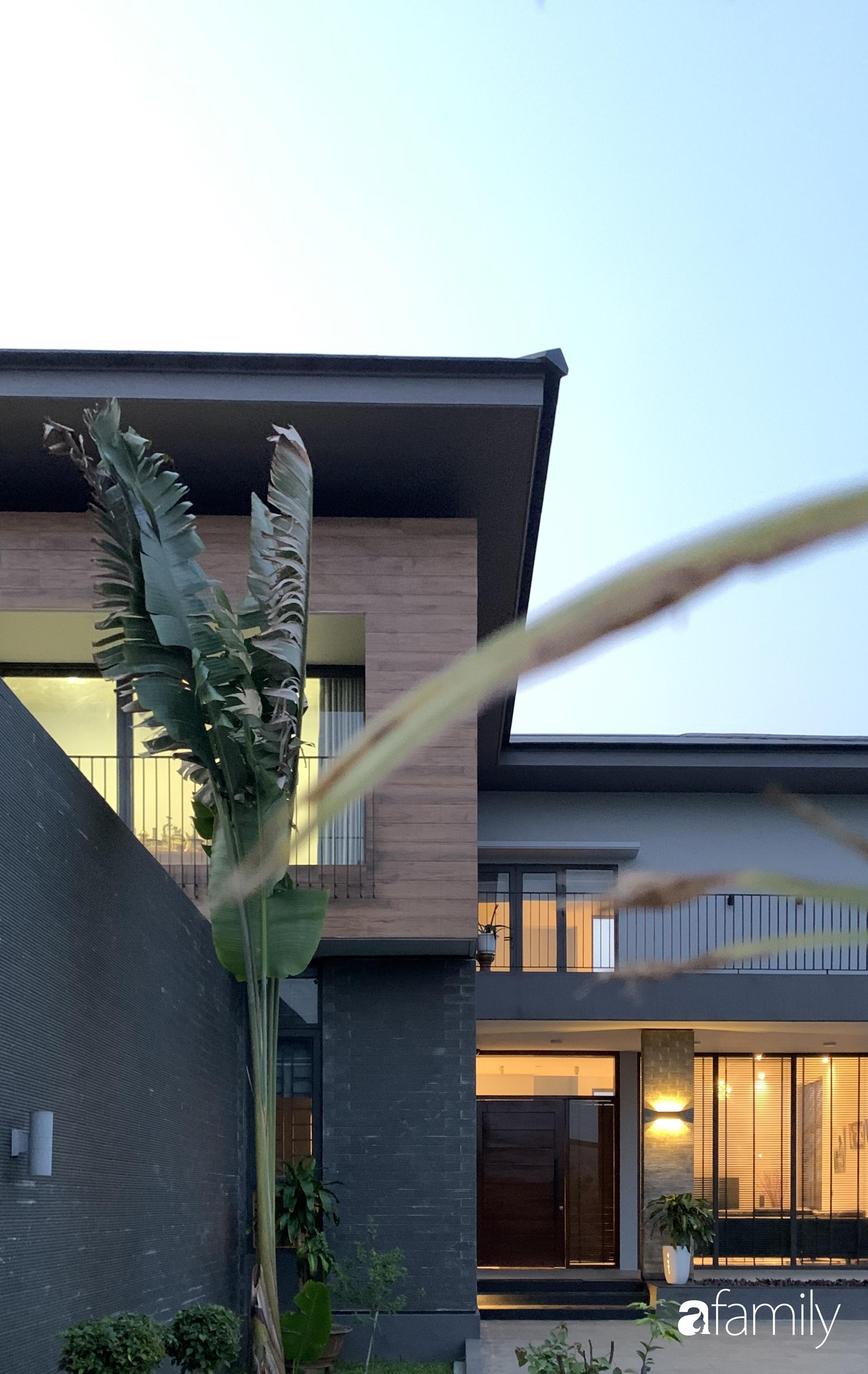 Con trai là KTS xây nhà 2 tầng nhìn thẳng ra cánh đồng lúa với thiết kế tiện dụng cho bố mẹ già ở Hà Tĩnh - Ảnh 8.