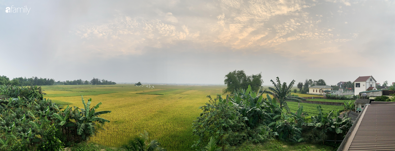 Con trai là KTS xây nhà 2 tầng nhìn thẳng ra cánh đồng lúa với thiết kế tiện dụng cho bố mẹ già ở Hà Tĩnh - Ảnh 1.