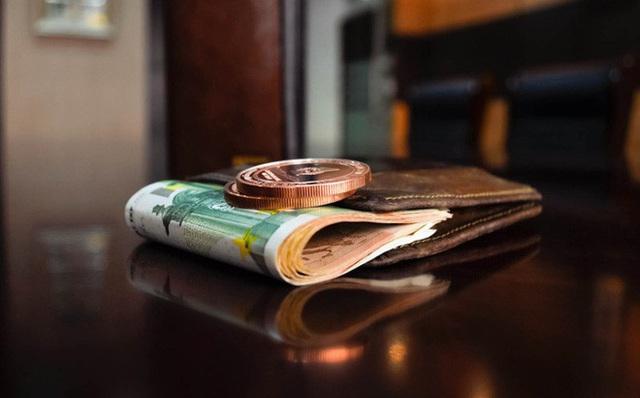 Phát hiện con trai lấy trộm 500 ngàn, bà mẹ tỉnh bơ nói 1 câu cực thông minh khiến con sợ tái mặt, vội bỏ lại tiền vào trong ví - Ảnh 1.