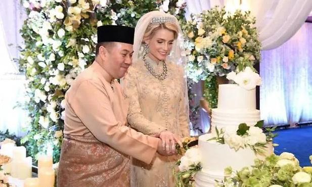 Từng bị phản đối vì không chuẩn mực, nàng dâu ngoại quốc của hoàng gia Malaysia có cuộc sống thay đổi hoàn toàn sau 1 năm kết hôn với Thái tử - Ảnh 1.