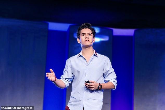 """CEO trẻ nhất nước Anh 15 tuổi gây bão vì tài năng và vẻ điển trai khiến chị em phải ước ao """"Lớn nhanh chị chờ!"""" - Ảnh 1."""