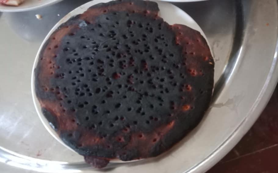 Mẹ trổ tài làm pizza con thích nhưng sai một bước, nhìn thành quả dân mạng đoán từ nay bé sẽ không dám nhắc đến món ăn này