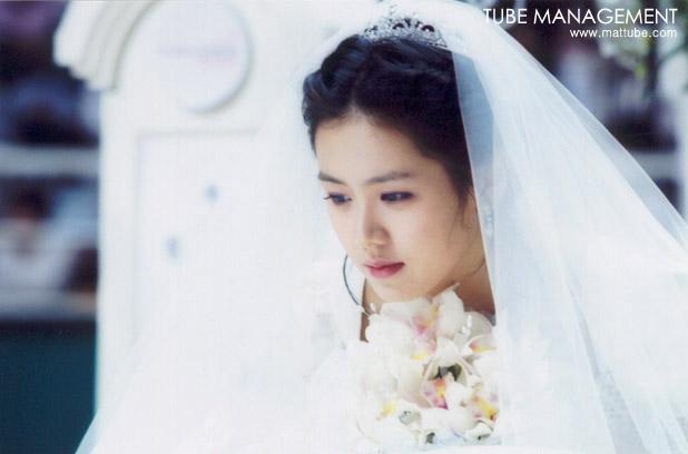 Bộ ảnh hiếm 20 năm trước của Son Ye Jin hot trở lại: Mắt ngấn lệ, làm cô dâu xinh đẹp bên cạnh Cha Tae Hyun - Ảnh 3.
