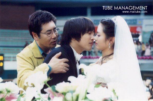 Bộ ảnh hiếm 20 năm trước của Son Ye Jin hot trở lại: Mắt ngấn lệ, làm cô dâu xinh đẹp bên cạnh Cha Tae Hyun - Ảnh 9.