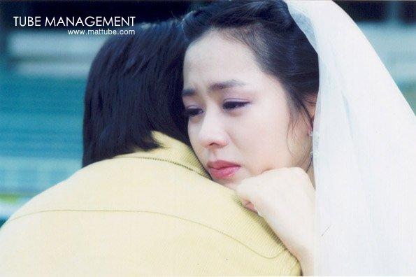 Bộ ảnh hiếm 20 năm trước của Son Ye Jin hot trở lại: Mắt ngấn lệ, làm cô dâu xinh đẹp bên cạnh Cha Tae Hyun - Ảnh 6.