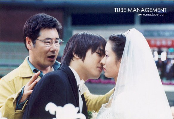 Bộ ảnh hiếm 20 năm trước của Son Ye Jin hot trở lại: Mắt ngấn lệ, làm cô dâu xinh đẹp bên cạnh Cha Tae Hyun - Ảnh 10.