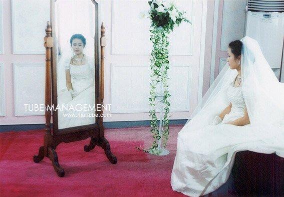 Bộ ảnh hiếm 20 năm trước của Son Ye Jin hot trở lại: Mắt ngấn lệ, làm cô dâu xinh đẹp bên cạnh Cha Tae Hyun - Ảnh 7.