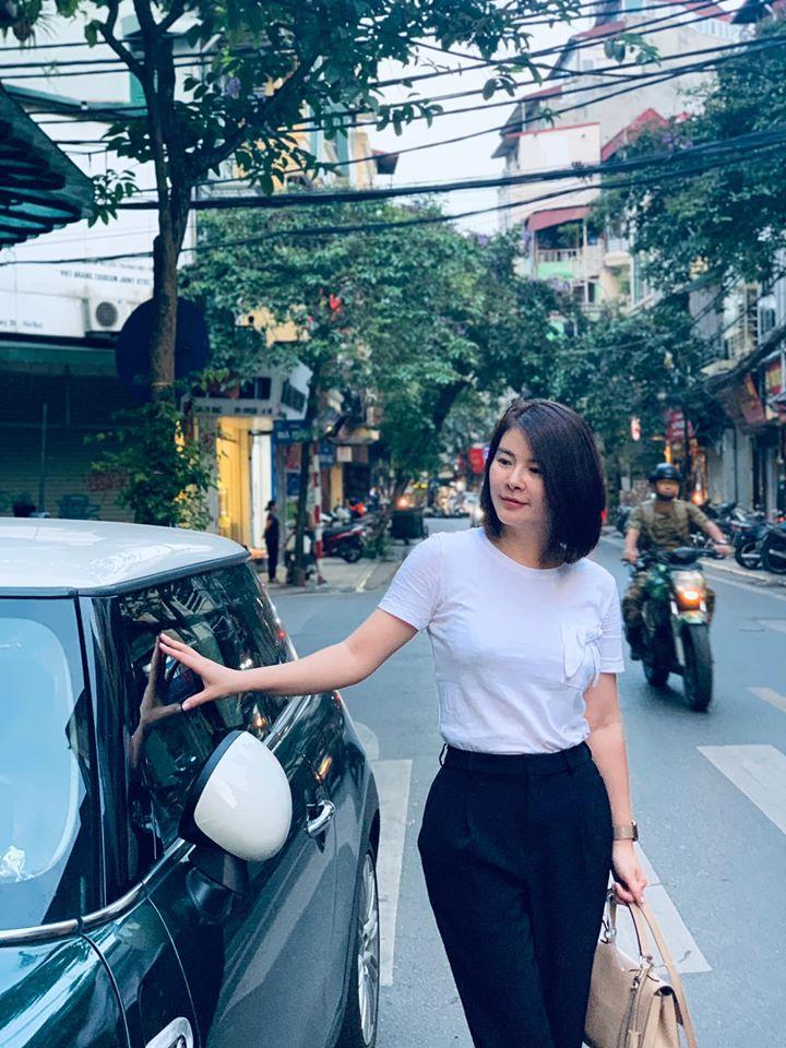 """Màn """"lột xác"""" của Hồng Diễm còn chưa là gì so với Kim Oanh: Style bị dìm quá thể đáng khi lên hình, ngoài đời lại trẻ trung hết xảy - Ảnh 3."""