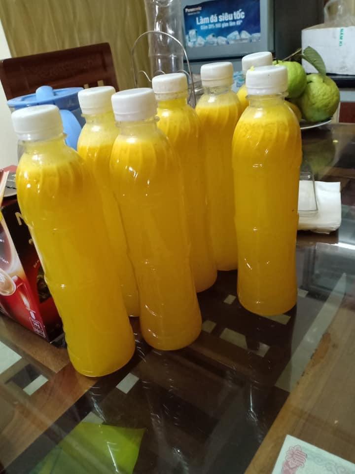 """""""Hốt bạc"""" ngày nắng nóng gay gắt 40 độ nhờ bán các loại nước ép trái cây, sữa hạt và bán dừa xiêm vỉa hè - Ảnh 3."""