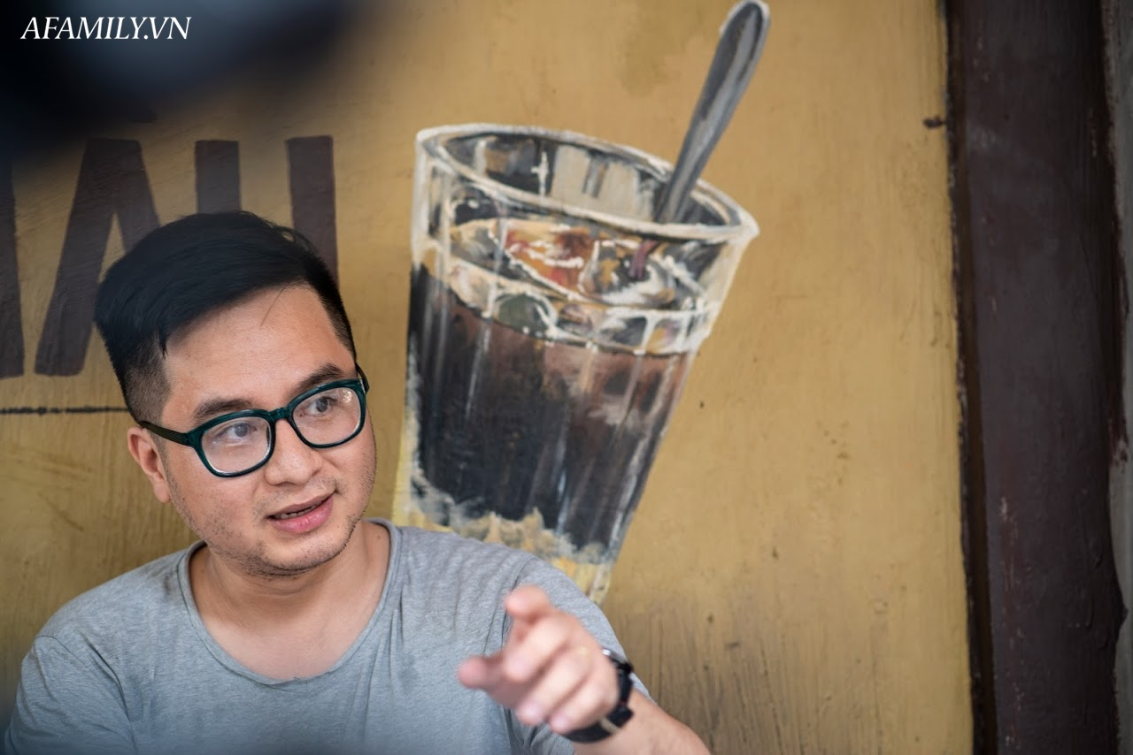 Quán cà phê vỉa hè vừa bé vừa cũ kỹ nhất Hà Nội, tồn tại gần thế kỷ qua 4 thế hệ vẫn đông khách vô cùng, 1 ngày bán cả nghìn cốc - Ảnh 7.